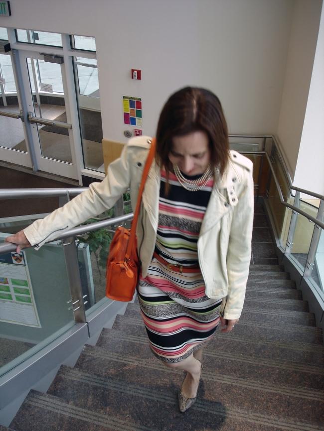 #fashionover40 mature woman wearing a sheath for work