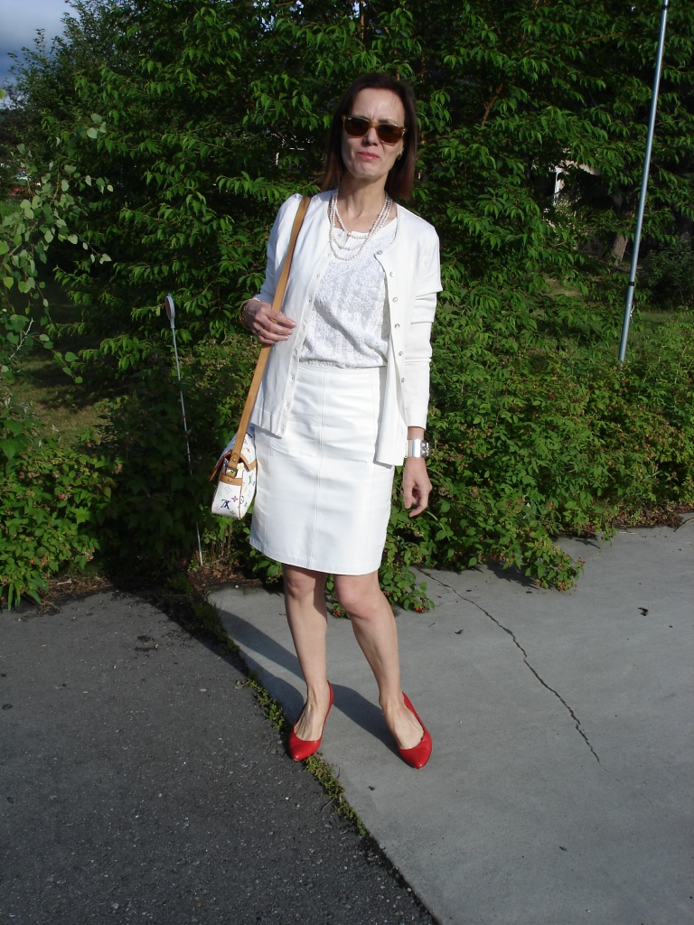 over40fashion one color outfit with pop of color