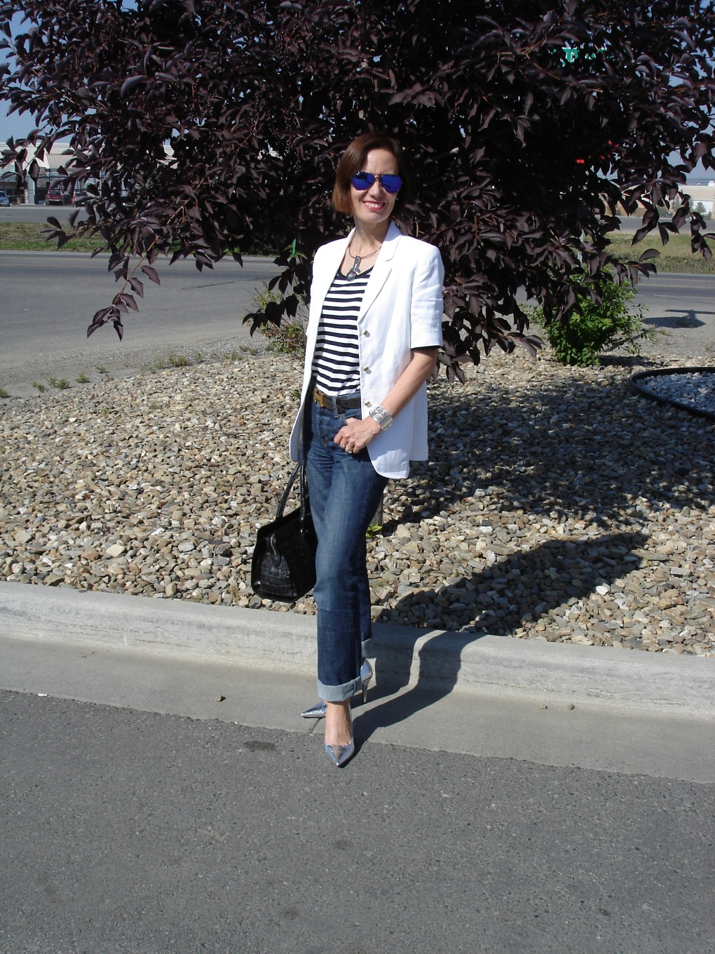 #styleover50 mature woman in boyfriend jeans