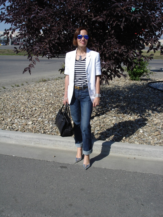 #over40 Short-sleeve blazer over 40| High Latitude Style | http://www.highlatitudestyle.com
