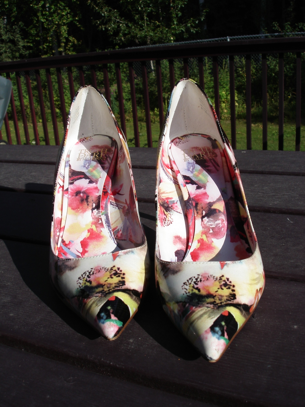 #maturestyle Floral pumps 101 reasons to wear heels over 40 @ http://wp.me/p3FTnC-41K