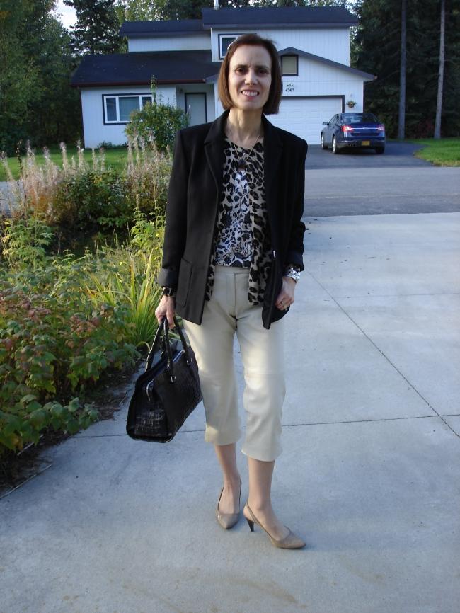 #fashionover40 Fall work look with capri @ http://www.highlatitudestyle.com