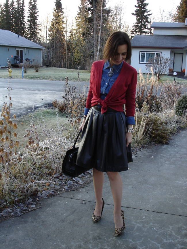 #fashionover50 mature woman in a casual work outfit for fall