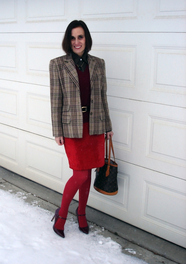 #fashionover40 woman in plaid blazer business casual work outfit