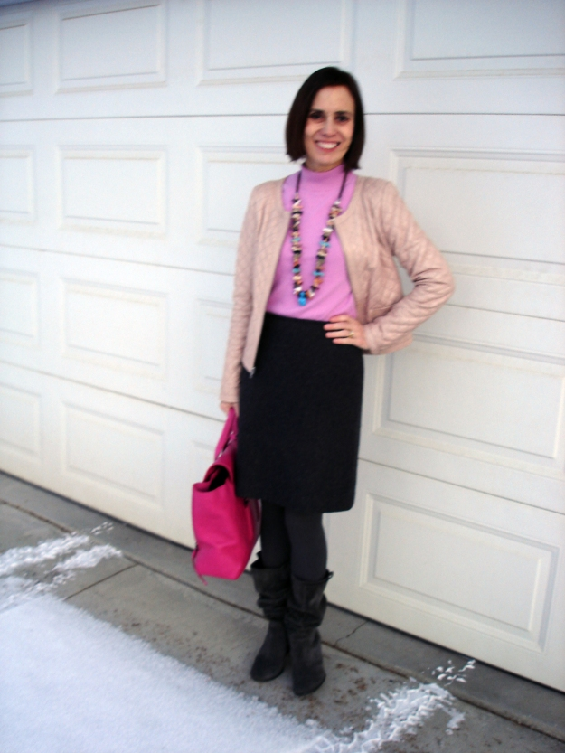 #fashionover40 Woman in work outfit in pink and gray shades