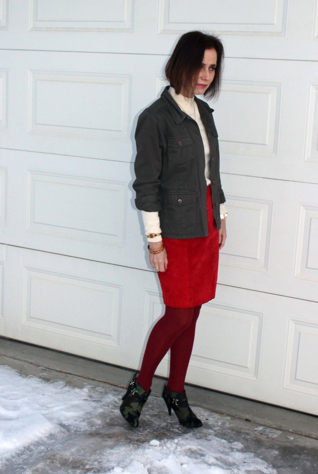 #matureofficelook suede skirt with utility jacket