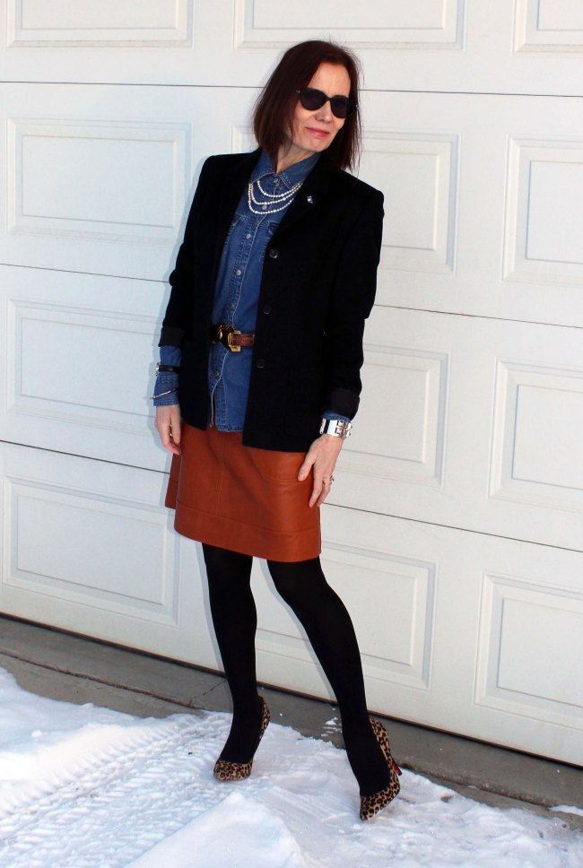 mature women in office outfit