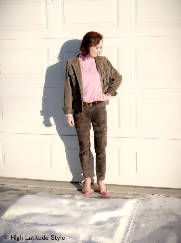 #fashionover40 woman in camouflage cargo pants and pink sweater