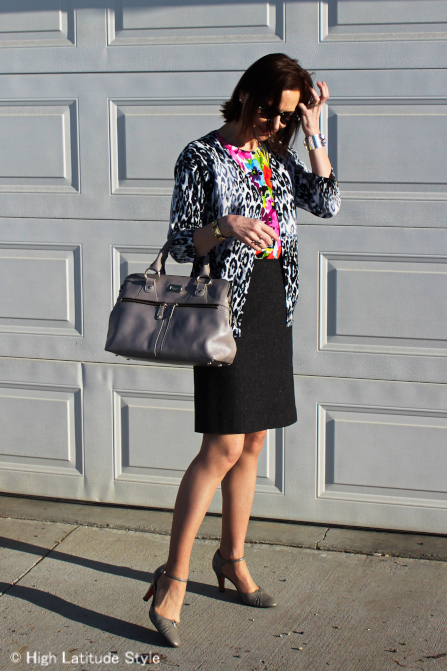 #maturestyleover50 woman in leopard and floarl print outfit