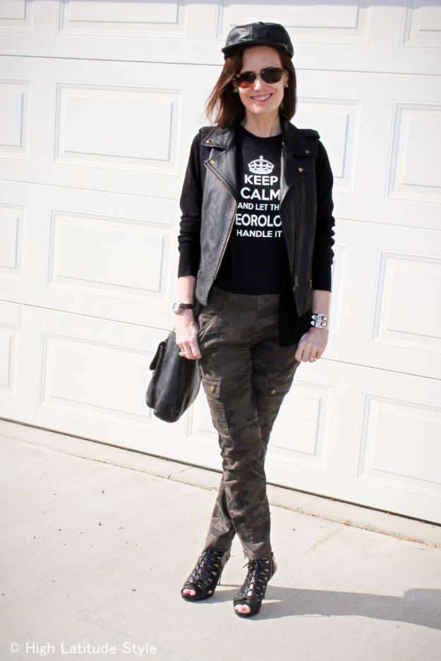 #streetstyleover50 mature woman wearing streetstyle