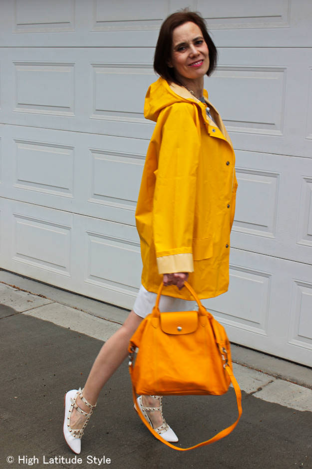 #fashionover50 woman wearing neutral colors with a pop of yellow