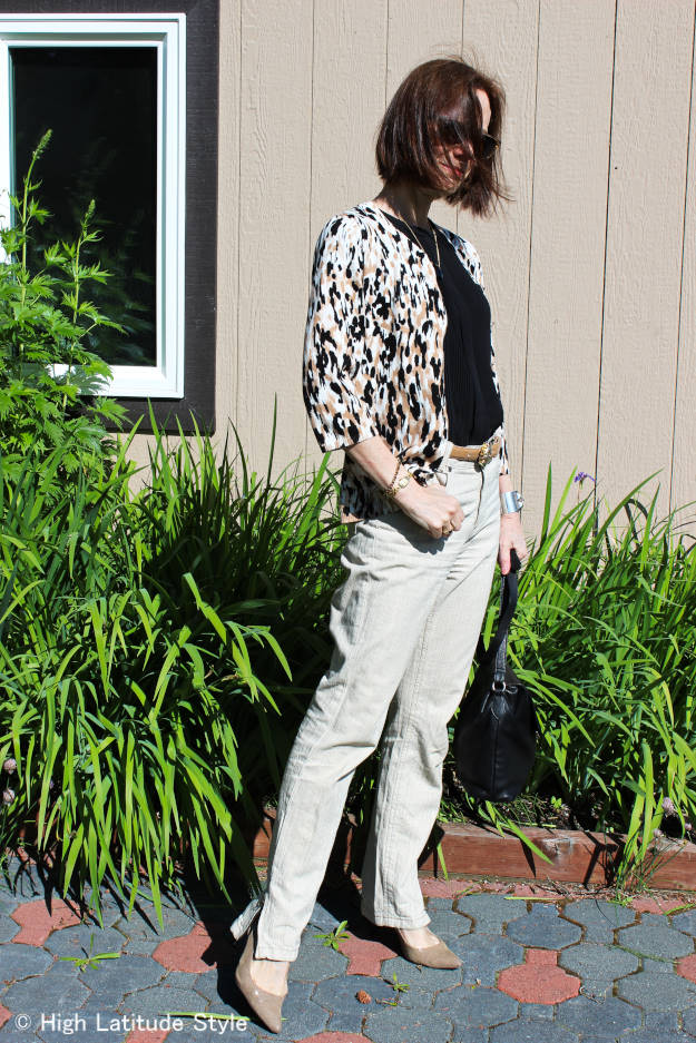 maturestyle woman in casual, stylish outfit
