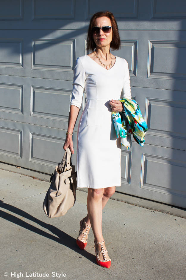 #Lookbookstorev-neckdress #lookbookstore #floralblazer #workoutfit #worklook #highlatitudestyle http://www.highlatitudestyle.com