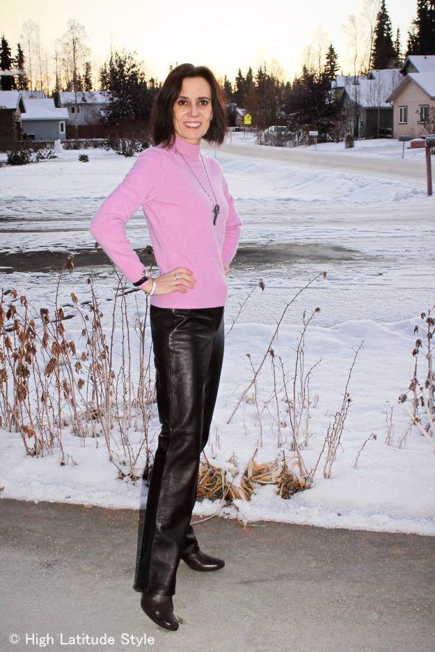 midlife lady in posh modern work outfit color combination