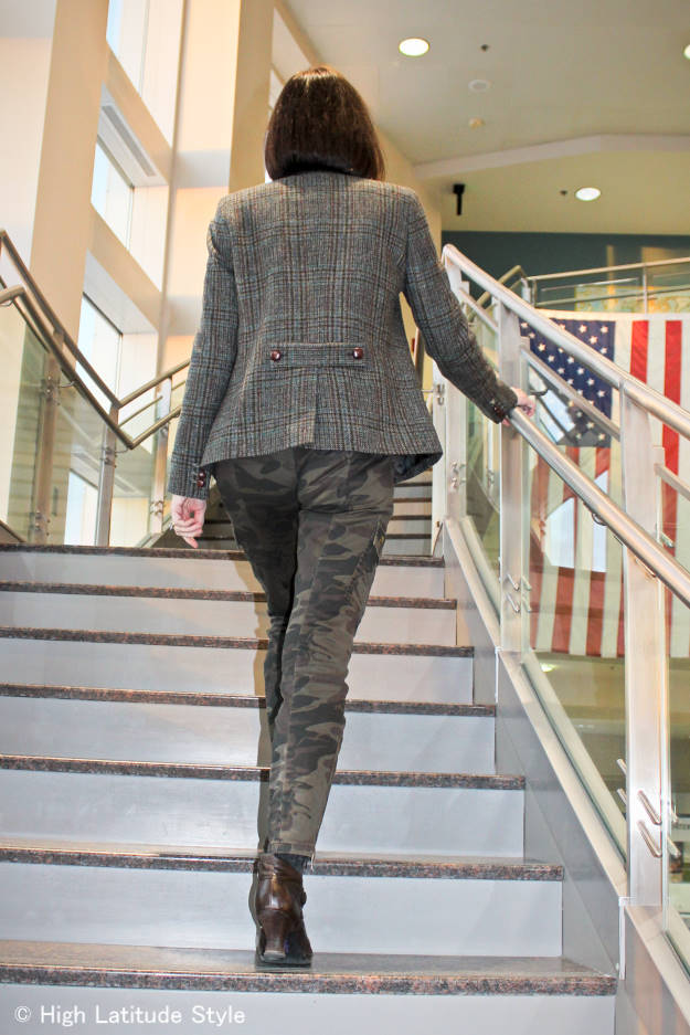 fashion over 40 Camouflage pants with plaid blazer