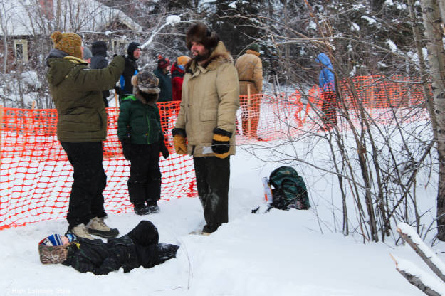 family in #Alaska #streetstyle watching the Iditarod @ http://wp.me/p3FTnC-33o