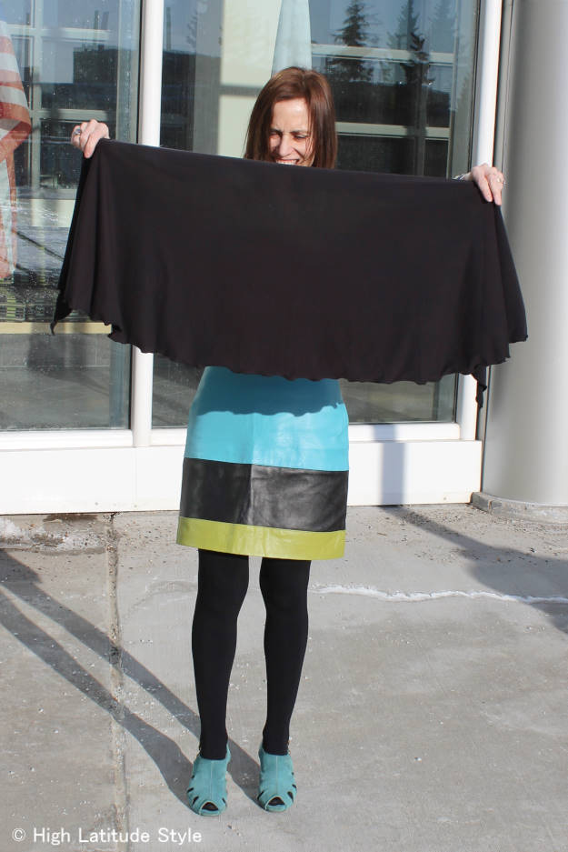 #ChillyJilly wrap c/o demonstration of the size of Chilly Jilly  | High Latitude Style | http://www.highlatitudestyle.com