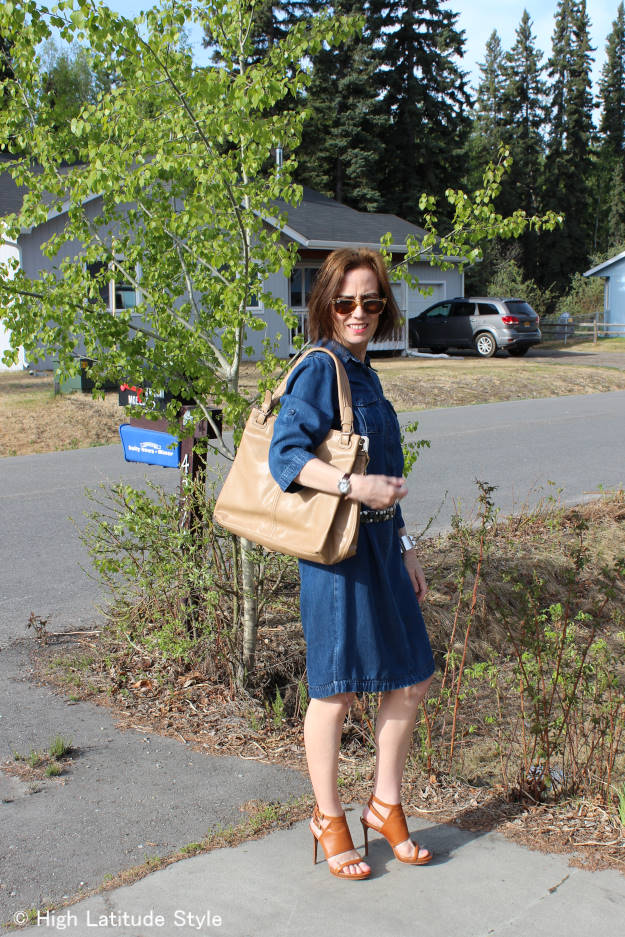 #RobertMatthew Emily shoulder tote carried on its double handles | High Latitude Style | for a review see http://wp.me/p3FTnC-3fW