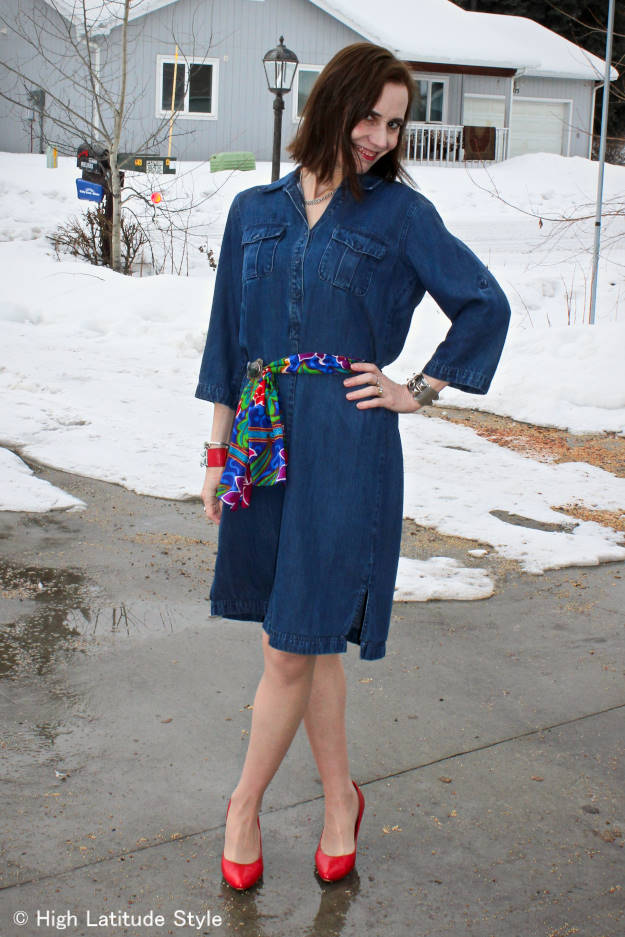 #fashionover40 Woman in colorful outfit on a rainy spring day