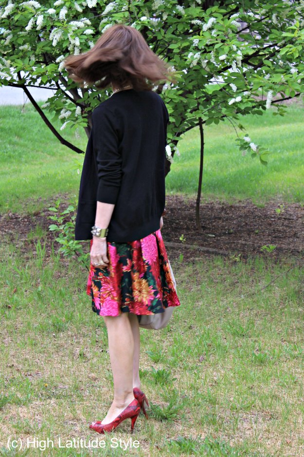 mature style from work to picnic by slight modifications of the look