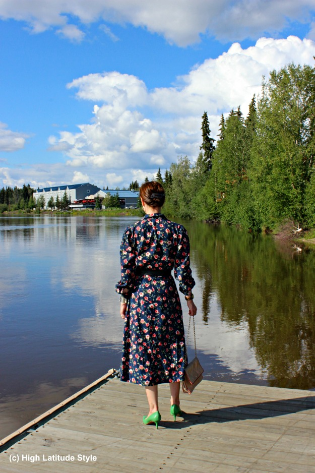 #styleover40 mature woman in shirt dress at the river