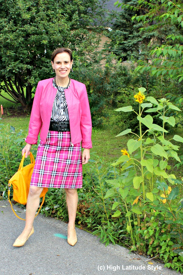 #fashionover50 mature woman in fall trend pink with yellow