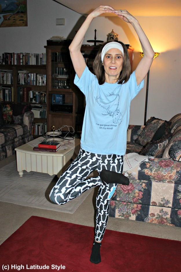 #fashionover50 woman doing exercises in #FisheWear leggings