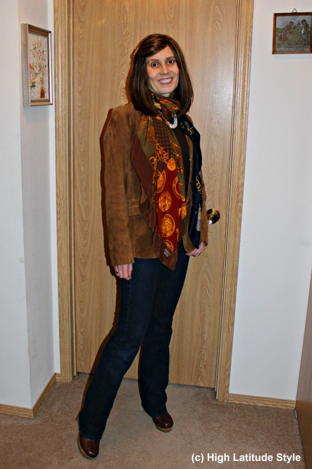 fashion over 40 woman in blazer, scarves and jeans