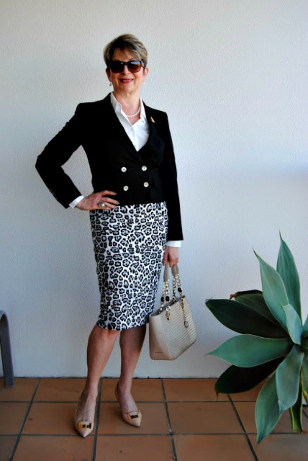 fashion over 50 woman in business casual office look