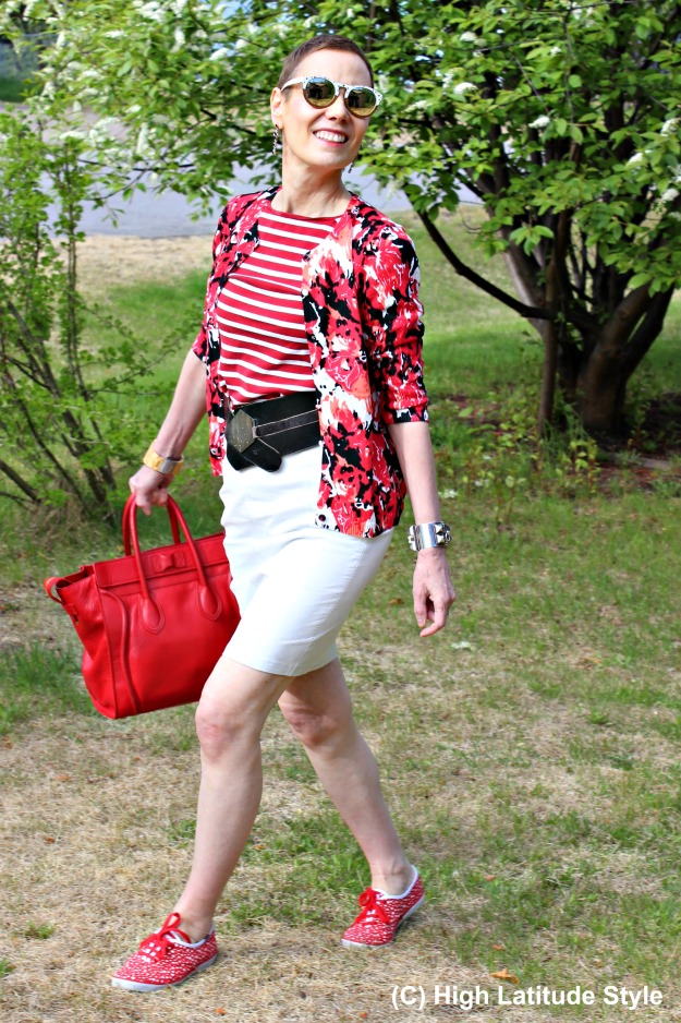style over 50 woman in red white black summer look