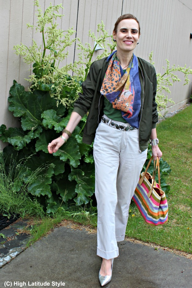 advanced style woman in casual look