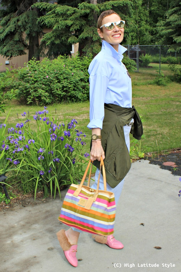 fashion over 40 woman in summer outfit