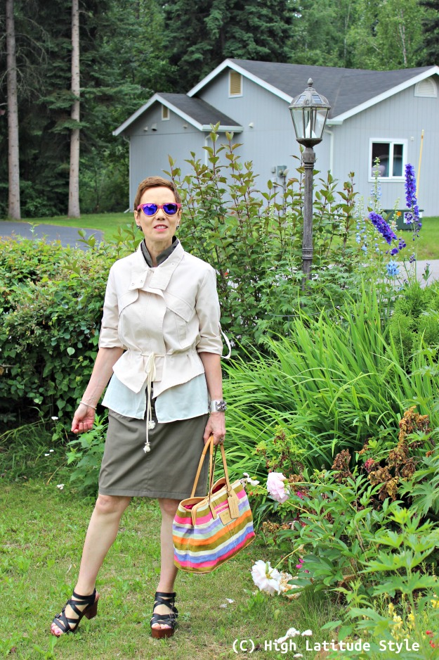 fashion over 40 woman in urban casual look