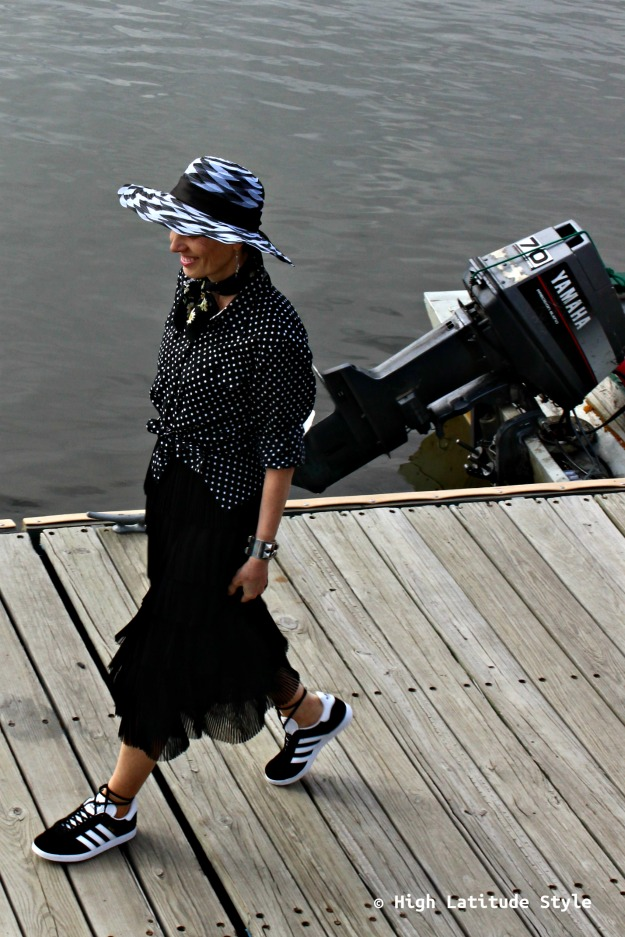 advanced style woman in weekend outfit