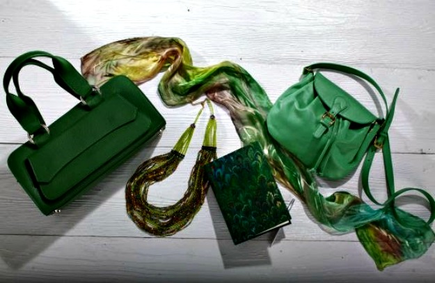 Uno Alla Volta artisan made bags, jewelry and scarf