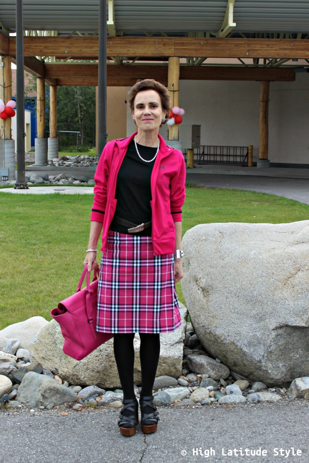 advanced style woman in plaid trend