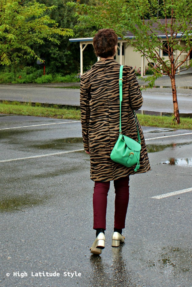 Fashion over 40 woman with green bag
