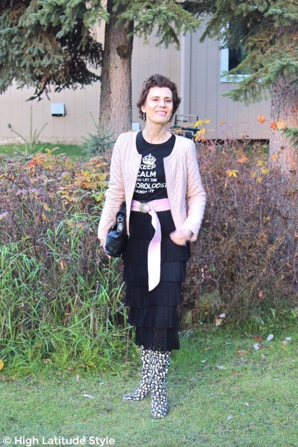 midlife woman in posh casual Thanksgiving brunch outfit