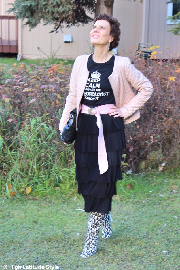 midlife woman in chic Thanksgiving brunch outfit